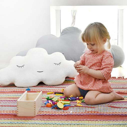 antik new concept- el espacio de los nuevos creadores- cojin- nubes- blanca03suave