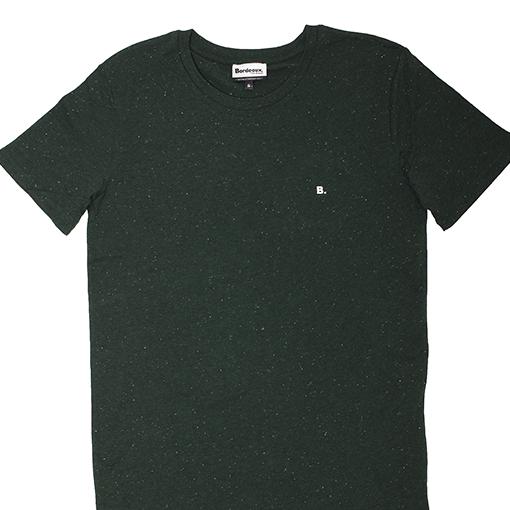 antik new concept. Camiseta Into The forest, verde botella con b bordada en blanco roto.